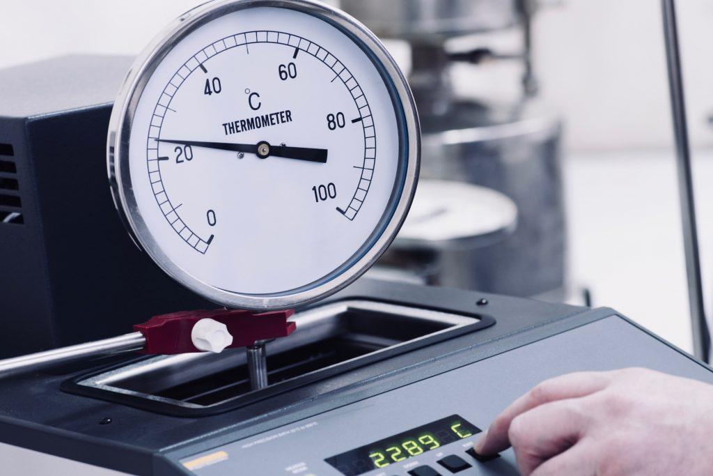 ¿Por qué es necesario calibrar un termómetro? es una texto que explica a detalle la importancia de la calibracion de termometros con ema
